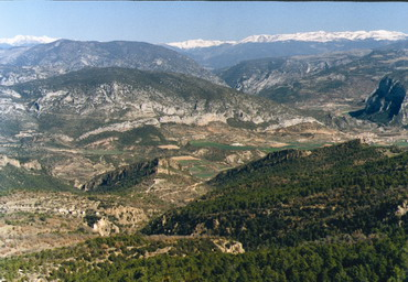 - Photo 1: Overview of the Pyrenees from mount Aubenç