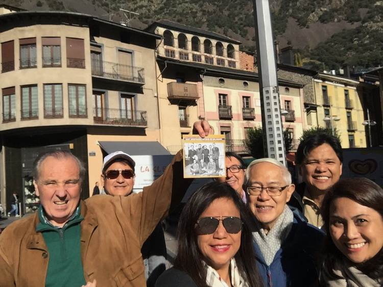 - The group of Filipinos and companions in Andorra la Vella, in the same place where the group of St. Josemaría was photographed on December 3, 1937