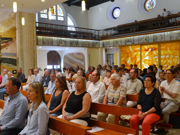 - Attendees to the celebration of the Eucharist. In the foreground, M. H. Consul Major of Sant Julià de Lòria, Mr. Josep Vila, with his wife