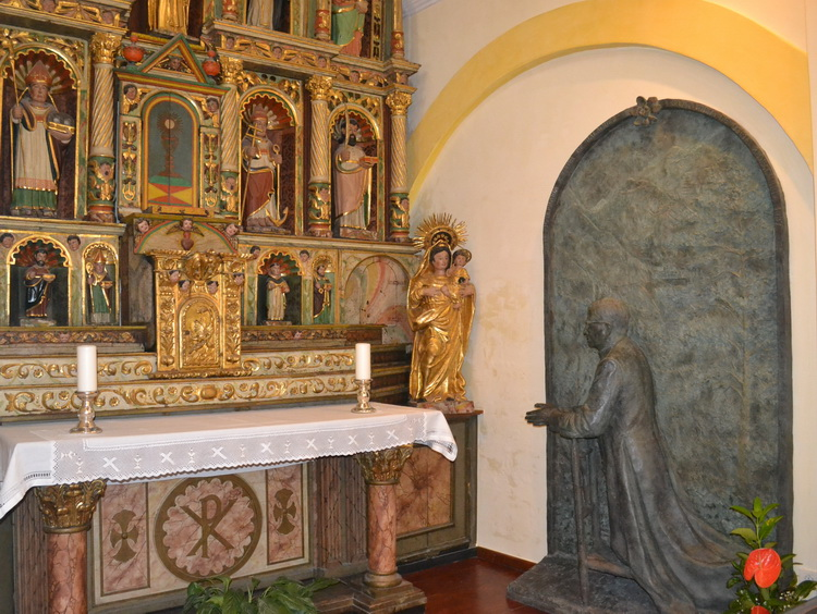 - The old main altar of the church, with the statue of St. Josemaría that reminds us of the moment when, upon reaching the church on December 2, 1937, he visited the Blessed Sacrament