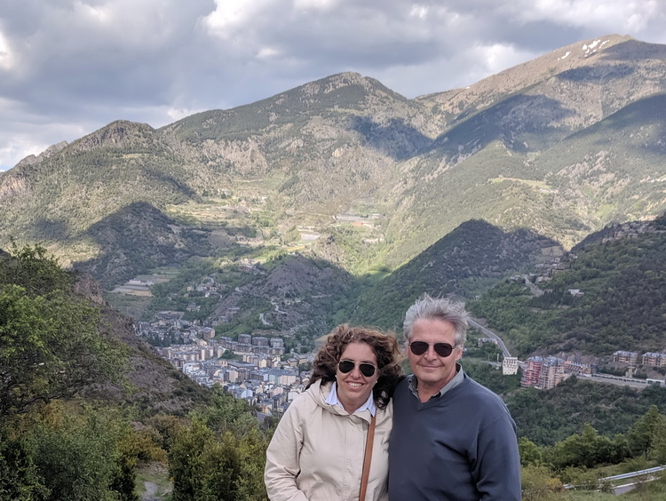 - A marriage from Uruguay, Gustavo and Lucía, in sight of Sant Julià de Lòria (Andorra)