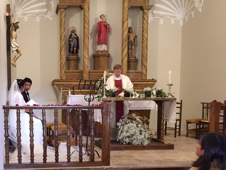 - The bride & groom during the Mass of thanksgiving, in the church of Pallerols