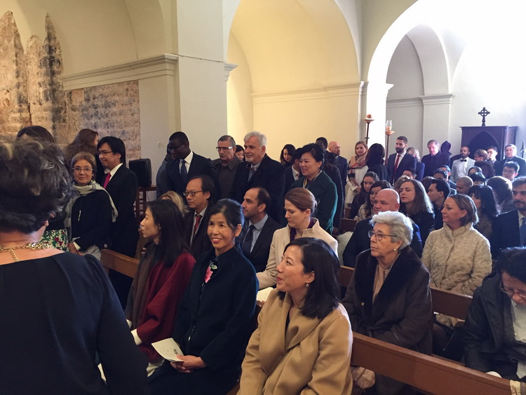 - Family & friends attending the mass. In the foreground: Chengcheng's mother